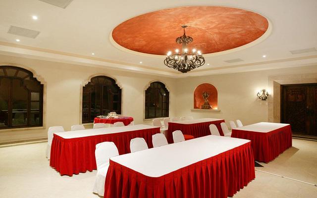 Dispone de salones para eventos sociales y empresariales