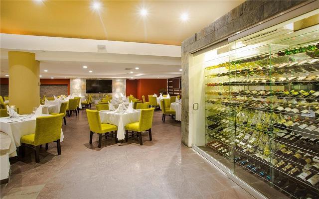 Marival Resort & Suites All Inclusive Riviera Nayarit, disfruta una bebida de la cava