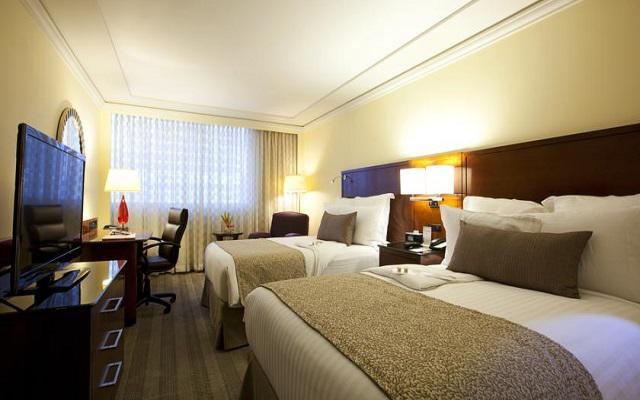 Te ofrece amplias habitaciones de lujo y un moderno estilo