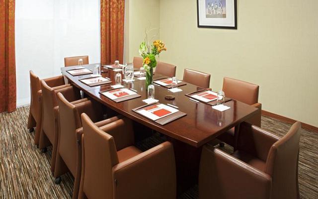 Cuenta con áreas para que realices tus reuniones de negocios
