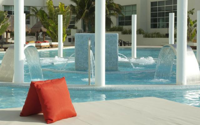 Alberca Me Cancún - Complete Me