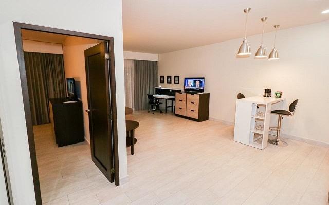Medano Hotel and Suites, buen servicio
