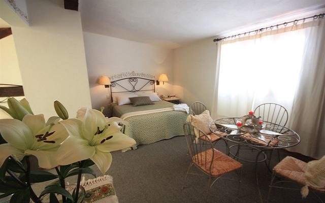 Amplias habitaciones con sala interior