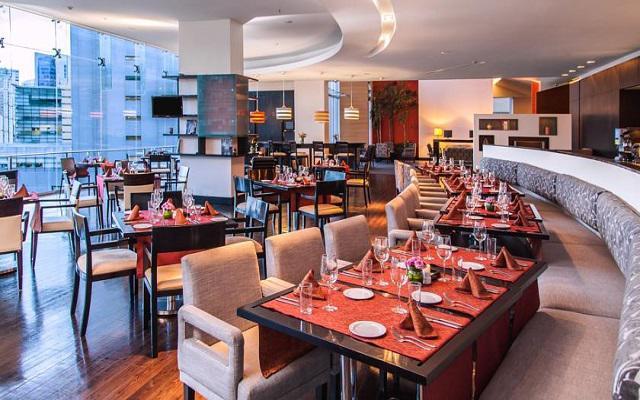 El restaurante NH Collection te ofrece un menú de comida internacional y española