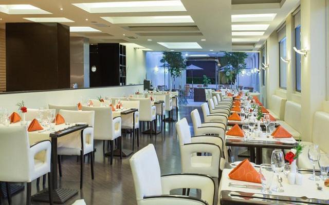 El restaurante NH te ofrece un menú de comida internacional y mexicana