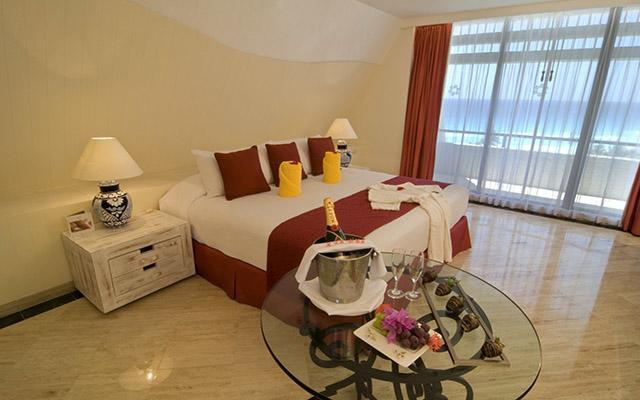 ¡Especial Viaja a Cancún! Vuelo y Hotel Grand Oasis Cancún saliendo desde CDMX