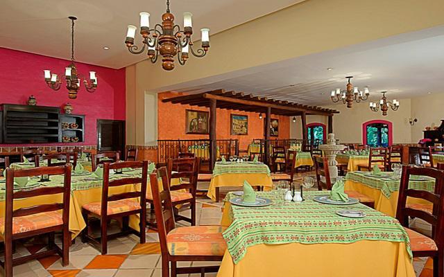 Dentro del hotel encontrarás diferentes opciones de restaurantes