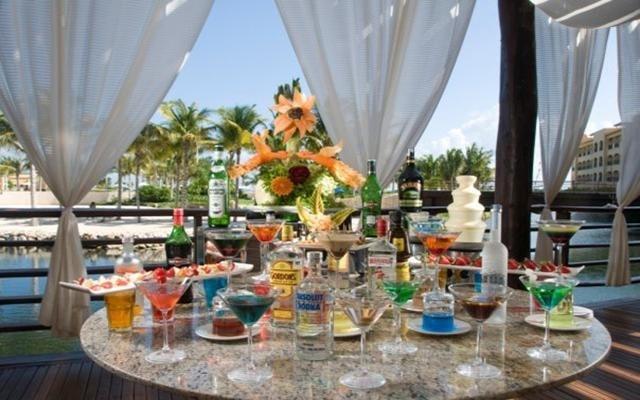 Ocean Spa Hotel, disfruta ricos cocteles