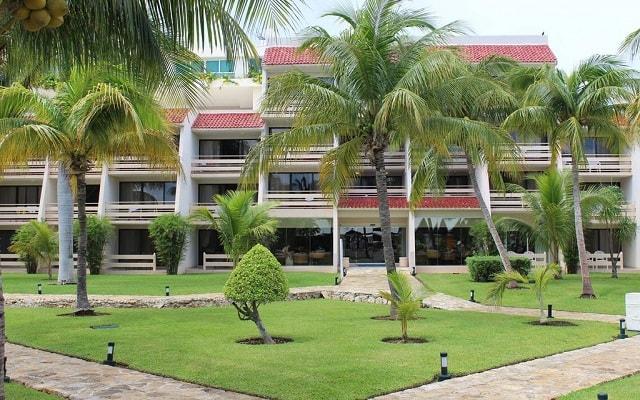 Ocean Spa Hotel, pasea por el jardín