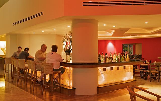 Ocean Spa Hotel, disfruta una copa en buena compañía
