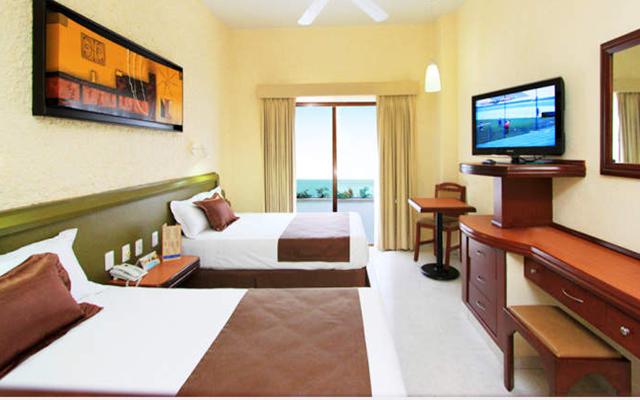 La mayoría de las habitaciones cuentan con balcón y vista al mar