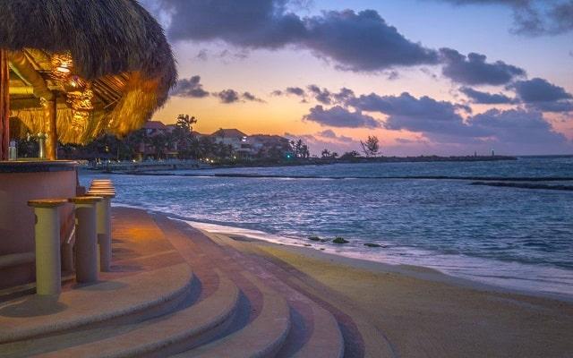Pa Beach Club & Hotel, contempla bellos atardeceres
