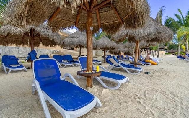 Pa Beach Club & Hotel, toma el sol en la comodidad de sus camastros