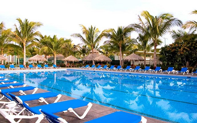 Paradise Village Beach Resort and Spa, disfruta de su alberca al aire libre