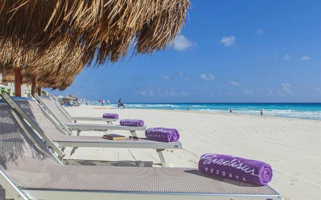 Frente a las playas de Cancún