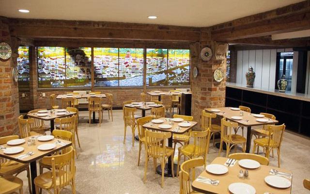 El restaurante Pontevecchio te ofrece un menú de comida internacional
