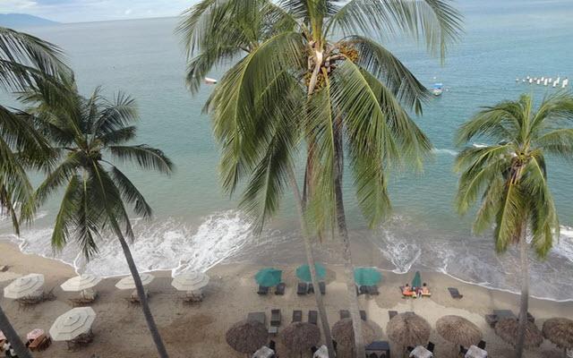 Emperador Vallarta Beachfront Hotel & Suites, buena ubicación