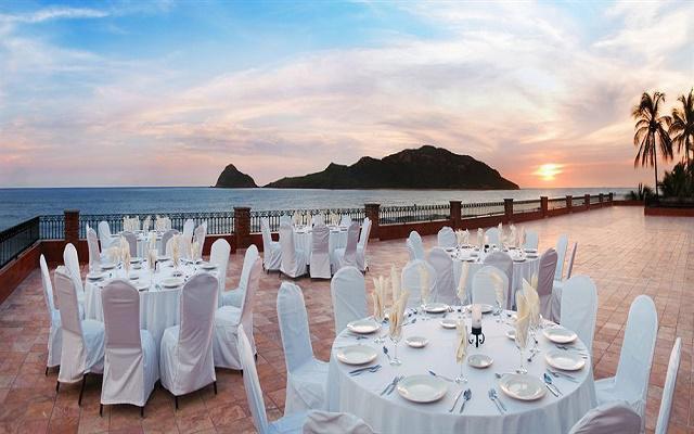 Dispone de terraza con marravillosa vista al mar