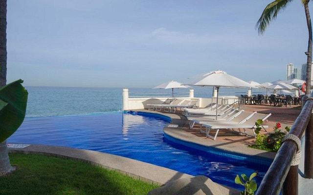 Plaza Pelícanos Grand Beach Resort, alberca tipo infinity