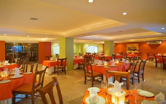 Plaza Pelicanos Grand Beach Resort, Restaurante La Flor de Calabaza