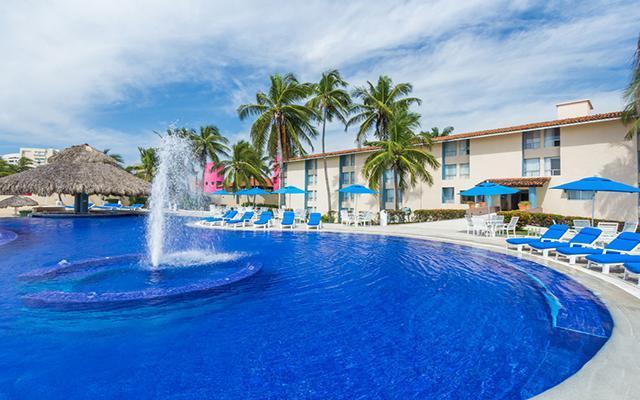 Posada Real Ixtapa, disfruta de su alberca al aire libre