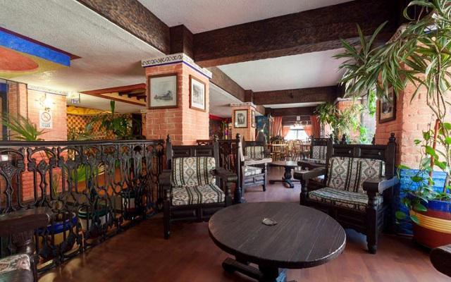 Cuenta con una ambientación de estilo colonial y rústico mexicano