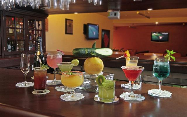 Prueba las bebidas del bar