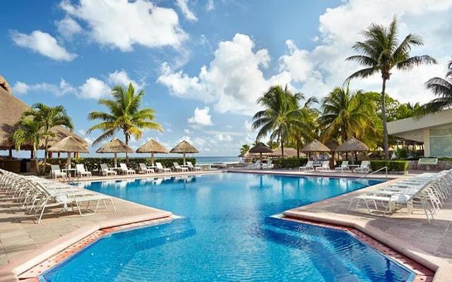 Presidente Intercontinental Cozumel Resort, disfruta de su alberca al aire libre
