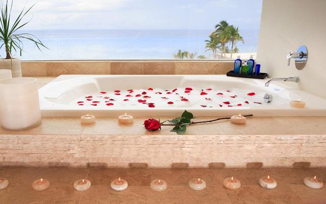 Presidente Intercontinental Cozumel Resort, disfruta de románticos momentos