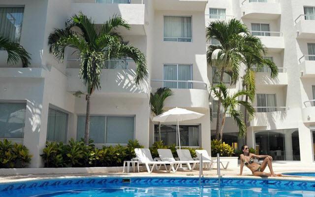 Hotel Ramada Cancún Fotos Alberca