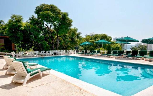 Hotel Real Bananas Acapulco Todo Incluido, disfruta de su alberca al aire libre