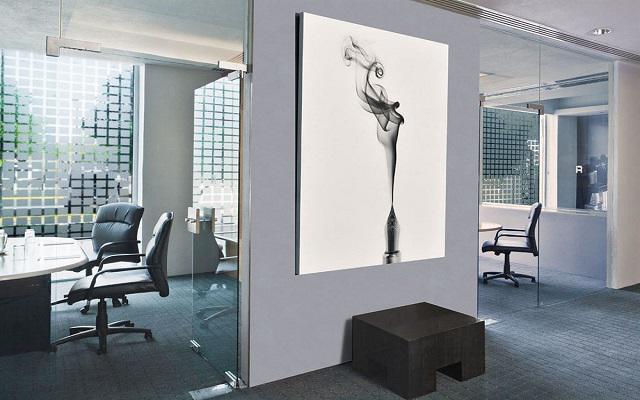 Cuenta con centro de negocios y espacios para reuniones