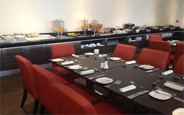El restaurante Azulejos te ofrece un menú de comida internacional