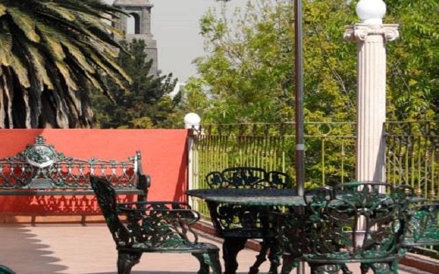 Residence L'Heritage Royal Colonial by BlueBay, disfruta de un ambiente de relajación en la terraza