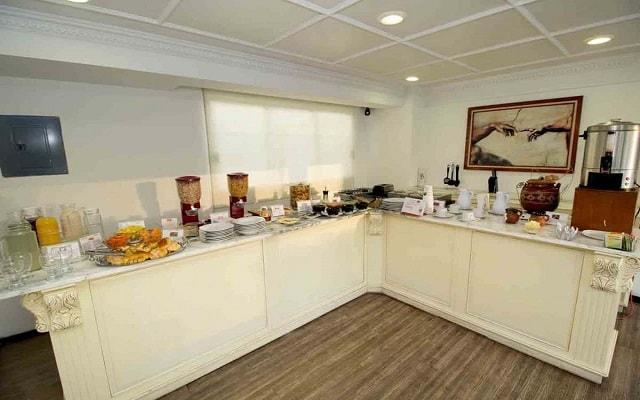 Residence L'Heritage Tennyson by BlueBay, desayuno buffet en cortesía