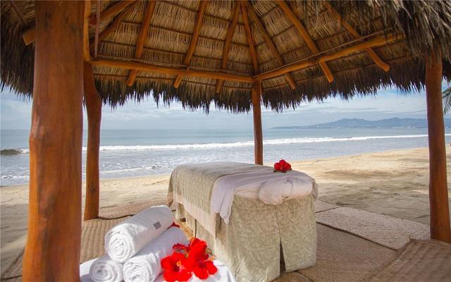 Marival Resort & Suites All Inclusive Riviera Nayarit, permite que te consientan con un masaje en la playa