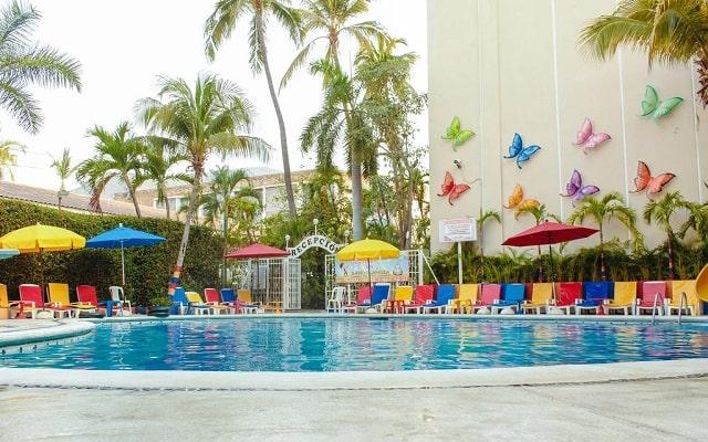 Sands Acapulco Hotel & Bungalows, disfruta de su alberca al aire libre