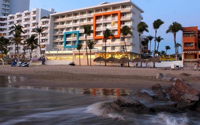 Star Palace Beach Hotel, cuenta con una gran variedad de deportes acuáticos con costo adicional