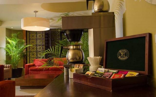 Suites Colonial Cozumel, servicio de café americano disponible en la recepción