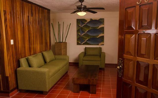 Suites Colonial Cozumel, habitaciones tipo suite ofrecen un área de descanso