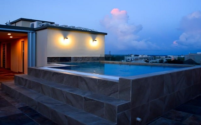 Sunrise 42 Suites Hotel, terraza