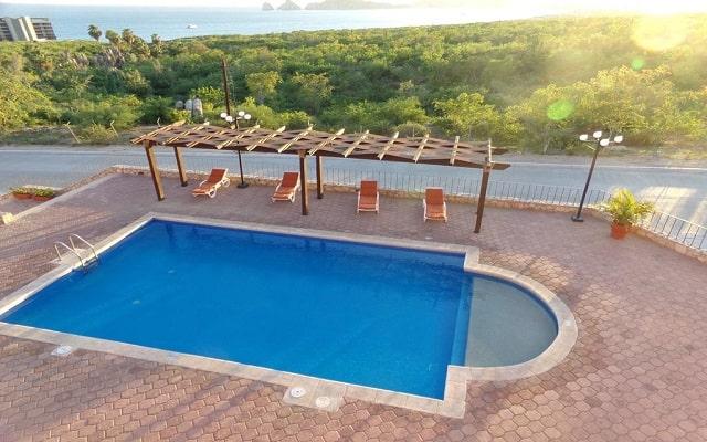 Sunrock Condo Hotel, disfruta de su alberca al aire libre