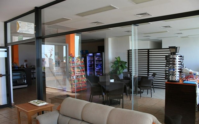 Sunrock Condo Hotel, tienda