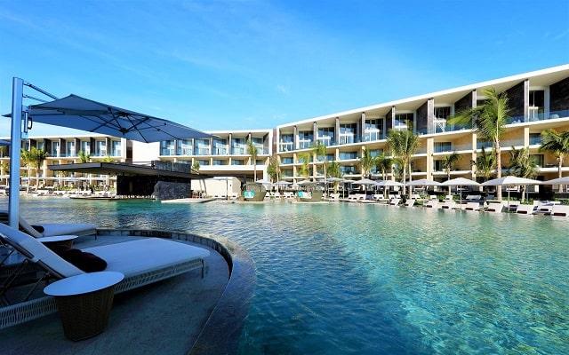 TRS Coral Hotel, disfruta de su alberca al aire libre