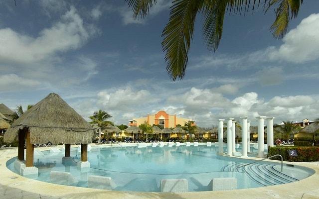 TRS Yucatan Hotel Sólo Adultos, disfruta de su alberca al aire libre