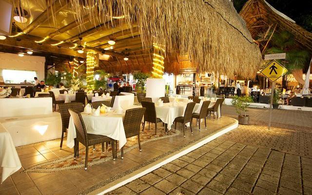 Tukan Hotel & Beach Club, Los Tulipanes Restaurante, Bar y Cenote