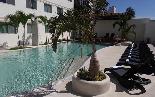 Tulija Express Excellent City Hotels, disfruta de su alberca al aire libre