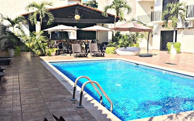 Vallarta Sun Hotel, disfruta de su alberca al aire libre