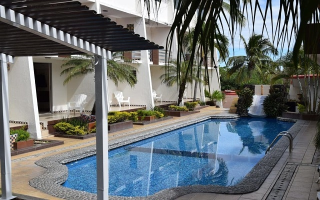 VF Villa Florencia Hotel, disfruta de su alberca al aire libre