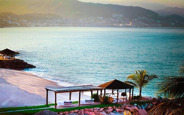 Villa del Palmar Beach Resort and Spa, permite que te consientan con un masaje a la orilla del mar